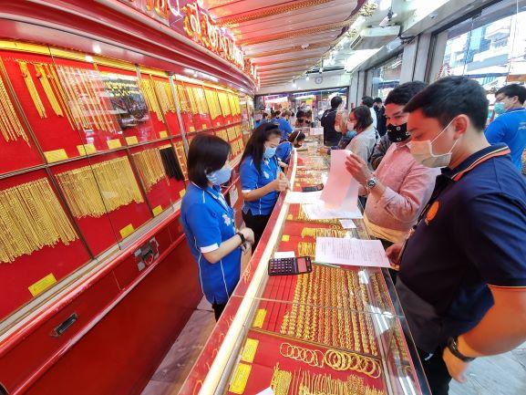 สมาคมค้าทองคำ นำสคบ.สุ่มตรวจฉลากสินค้าทองรูปพรรณร้านทองย่านเยาวราช